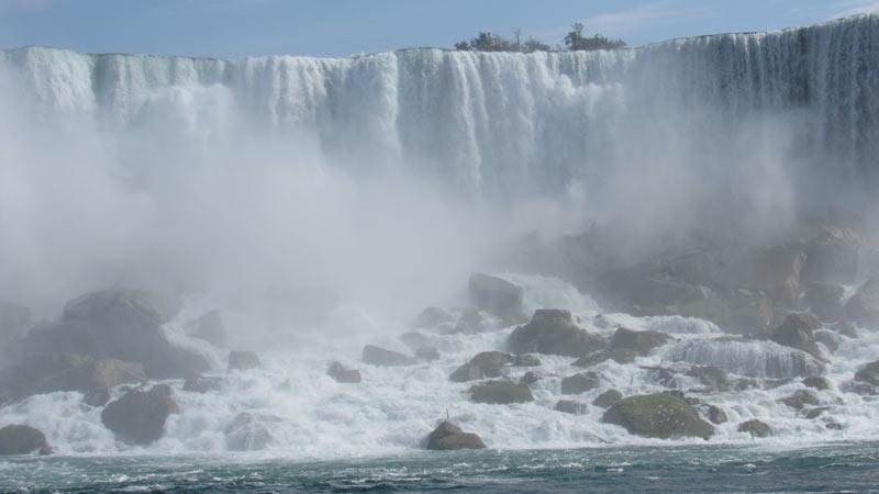 Niagara falls eroding