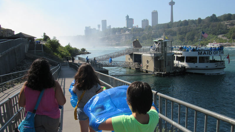 Walking to Maid of the Mist